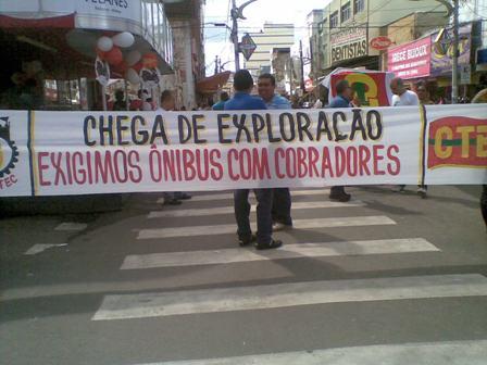 Protesto do CTB contra aumento da tarifa dos ônibus em Itabuna. Imagem: Gabriela Caldas/Blog do Gusmão