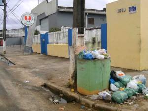 lixo perto da clínica