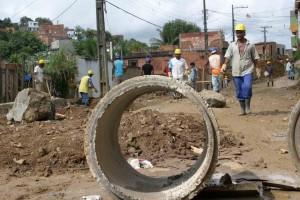 Prefeitura investe na drenagem e obras de contenção da Pedro Jorge-01-foto Waldyr Gomes