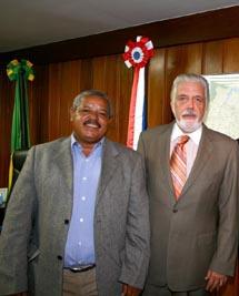 Jailson: o bigode lembra Sarney. Wagner: barbudo como Lula.