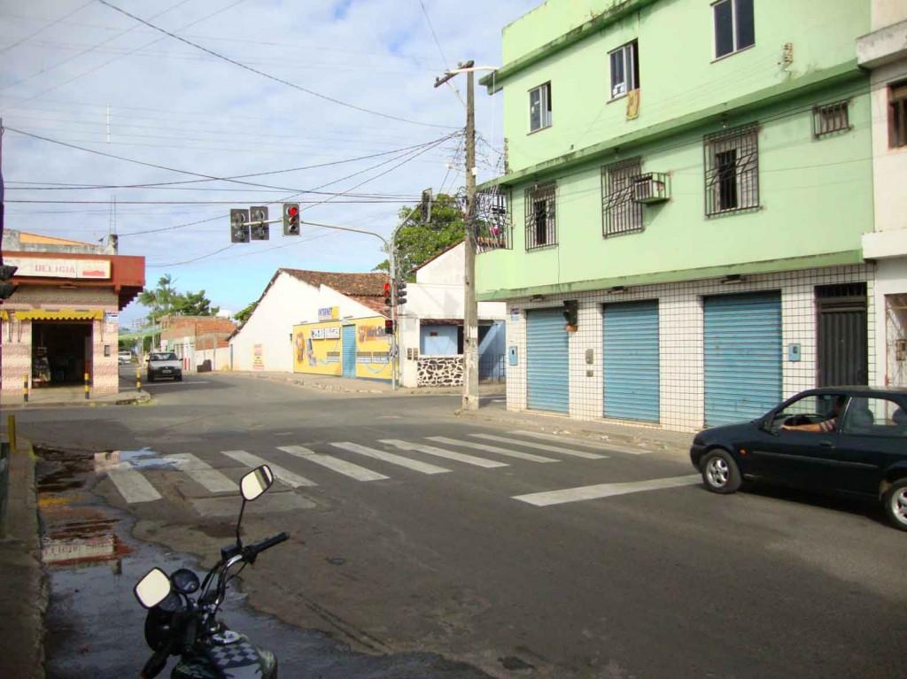 Sinal verde para o trânsito organizado. Sinal vermelho para a lentidão da prefeitura de Ilhéus. Enfim, graças a Deus já está funcionando.