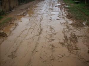 Em tempos de chuva, a estrada fica intransitável.