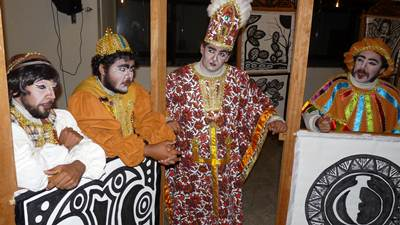 """Imagem do espetáculo """"O Inspetor Geral - sai o prefeito, entra o vice"""", produzido pelo Teatro Popular de Ilhéus."""
