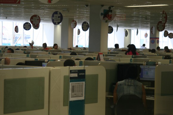 O labirinto sombrio do telemarketing. Imagem: Igor Ojeda/Repórter Brasil.