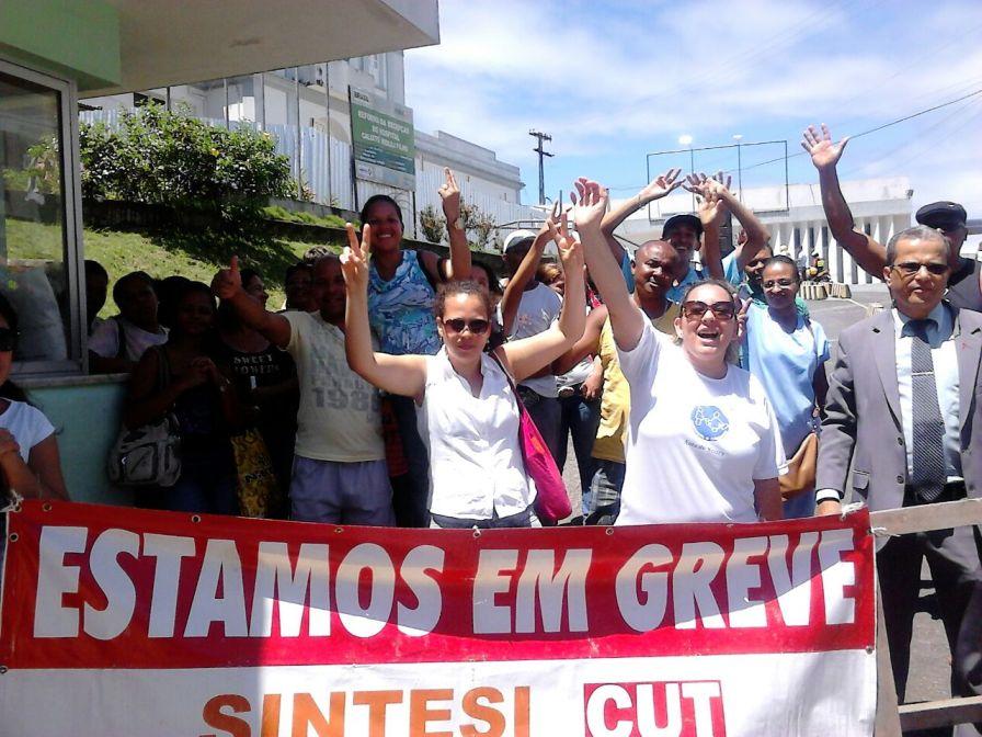 Sem décimo terceiro, funcionários da Santa Casa de Misericórdia entraram em greve. Imagem: SINTESI/Facebook.
