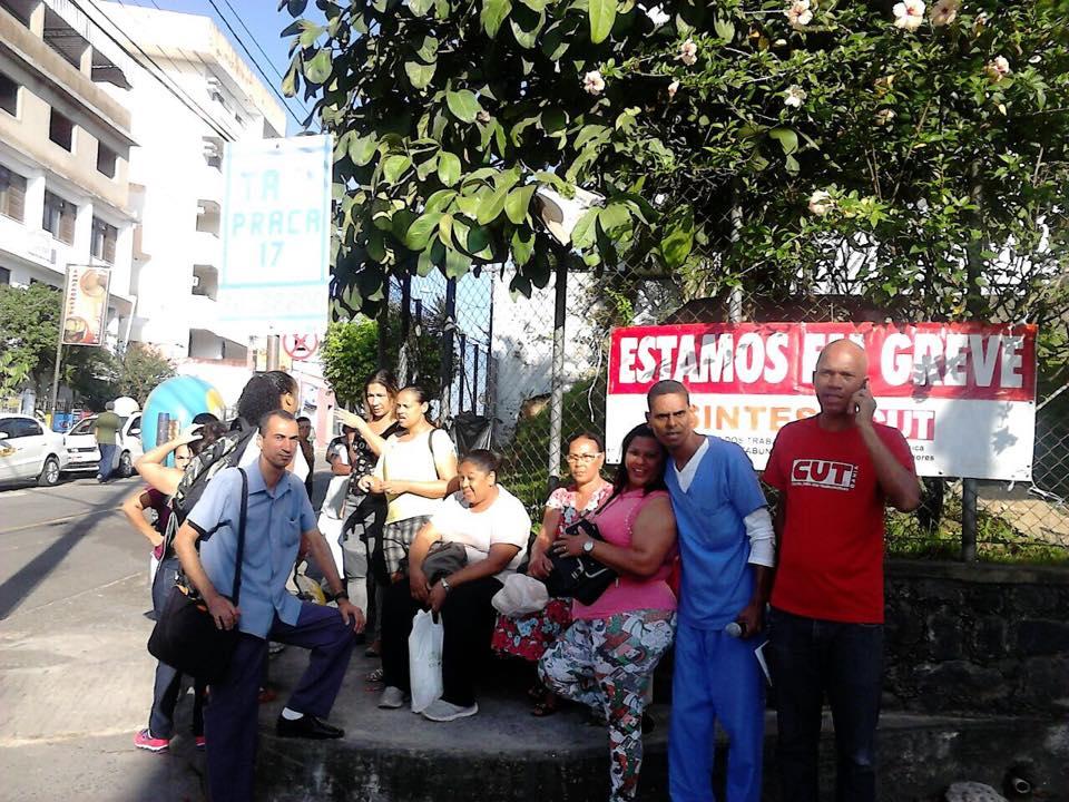 Funcionários da Santa Casa paralisaram suas atividades hoje. Imagem: SINTESI/Facebook.