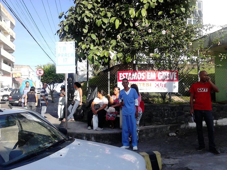 Sindicato aguarda o pagamento do 13º salário para encerrar a greve. Imagem: SINTESI/Facebook.