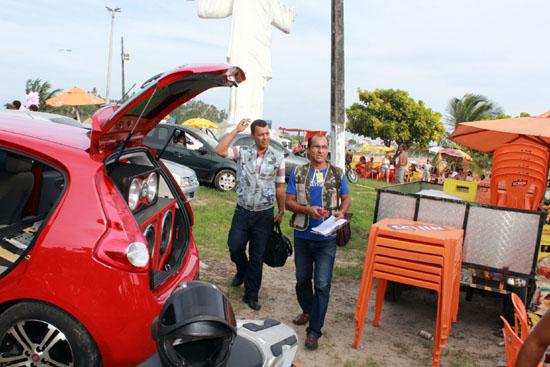 Fiscais de Ilhéus combatem poluição sonora na Praia do Cristo. Imagem de arquivo: Alfredo Filho/Secom.