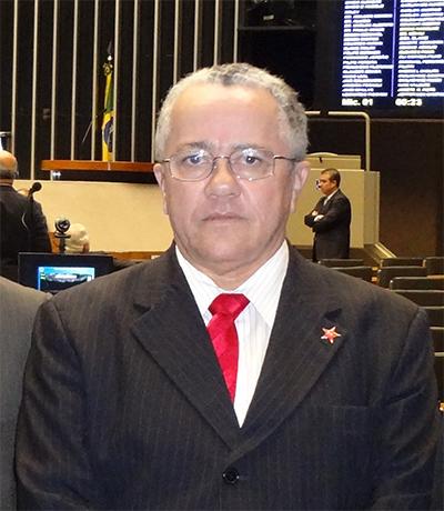 Secretário Josias Gomes.
