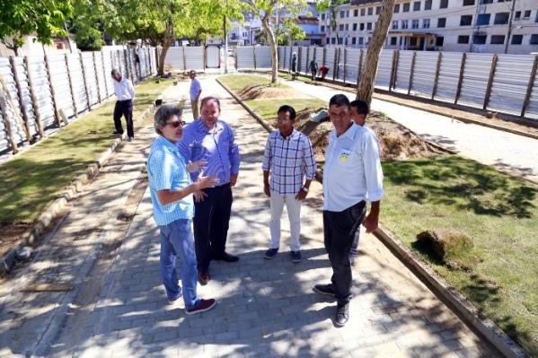 Cacá foi acompanhado pelo secretário municipal de Meio Ambiente, Antonio Vieira, e representantes da Cicon. Imagem: Alfredo Filho/Secom.