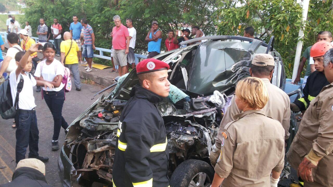 A frente do Fiat Idea dirigido pelo pastor foi destruída.