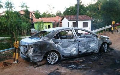 Bandidos também explodiram carro que estava próximo à agência bancária.