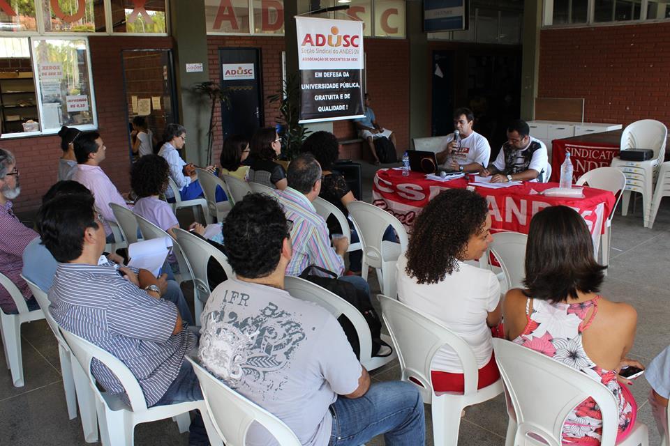 Assembleia da ADUSC. Imagem: Divulgação/Facebook.