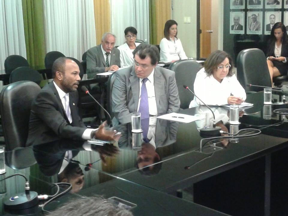 Bebeto cobrou a atuação do ministro Eduardo Braga (centro) contra a crise nos estaleiros navais. A senadora Lídice da Mata (PSB-BA) também participou da reunião.