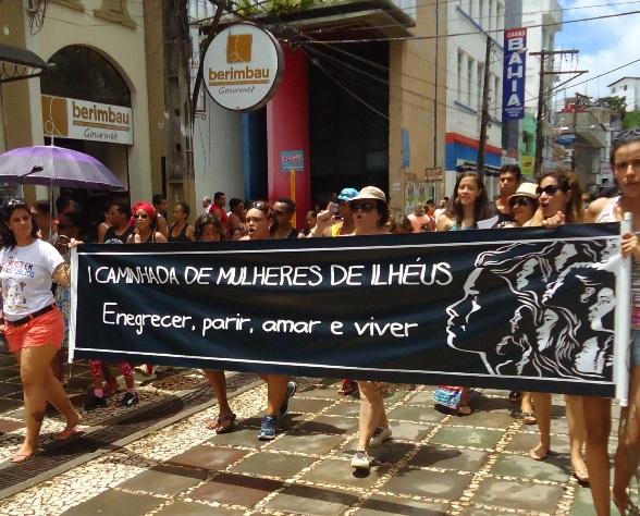 Manifestantes percorrram o centro comercial de Ilhéus. Imagem: divulgação.