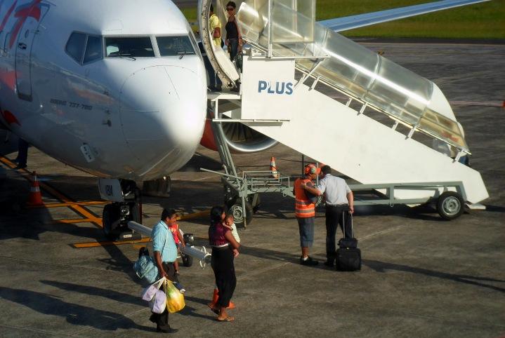 Avião da GOL decolou às 16h26min em direção ao Aeroporto de Viracopos, em Campinas, onde o pai do Pastor Jonas vai pegar a família para o resto da viagem até Serra Negra.