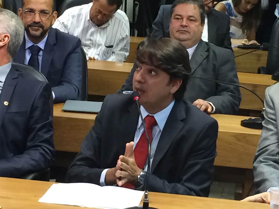 Deputado estadual Pedro Tavares questionou paralisação de obras no estado.