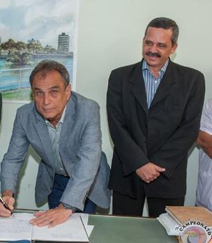 Eric Ettinger e Claudevane Leite. Imagem: Pedro Augusto/Secom-Itabuna.