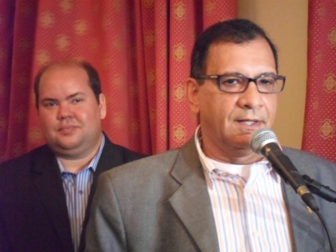Vice-prefeito Carlos Machado (Cacá) e o prefeito Jabes Ribeiro. Imagem: Thiago Dias/Blog do Gusmão.