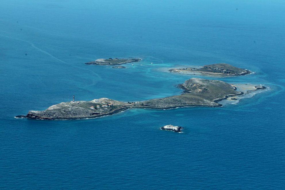 Imagem registrada hoje (8) durante sobrevoo no Arquipélago de Abrolhos/Manu Dias.