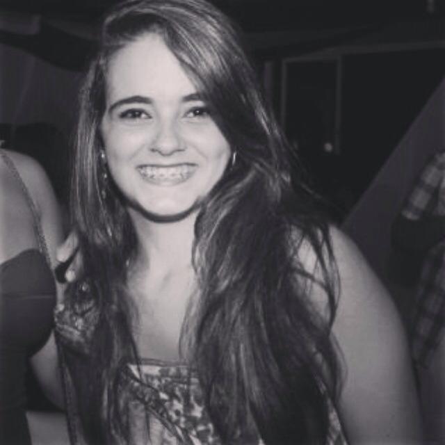Thayná Verena Carneiro.