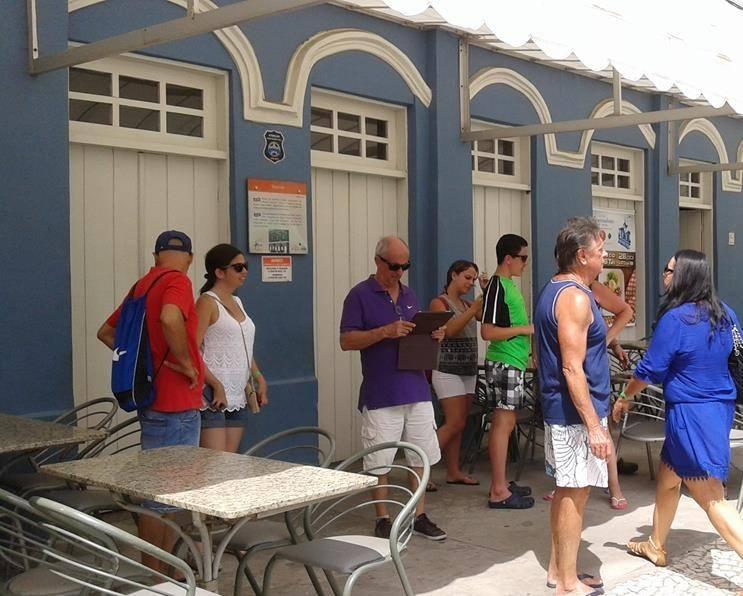Bar Vesúvio fechado durante visita dos turistas que desembarcaram ontem em Ilhéus. Imagem: José Rezende Mendonça.