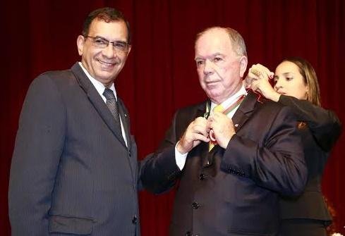 Prefeito Jabes Ribeiro ao lado do vice-governador João Leão. Imagem: Alfredo Filho/Secom-Ilhéus.