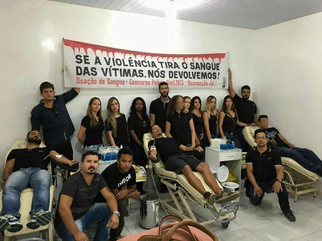 Futuros policiais no serviço de hemoterapia do São José.
