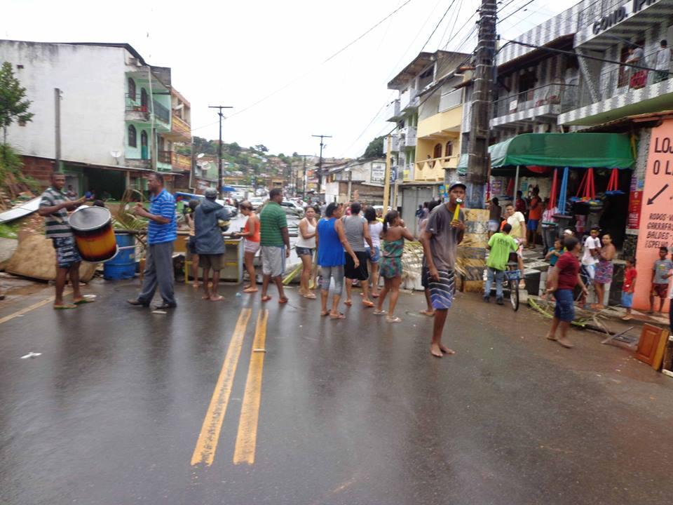 Imagem do protesto que os moradores realizaram em janeiro de 2015.