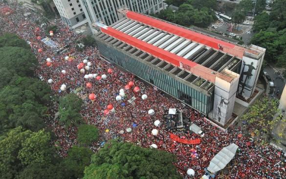 Imagem da manifestação do dia 18 de março a favor do governo Dilma.