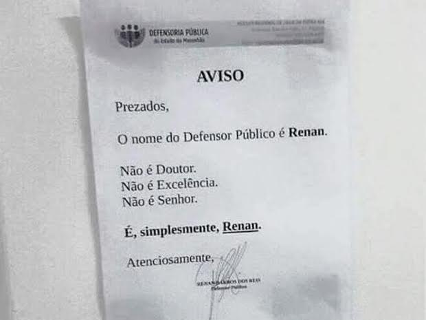 Aviso na porta do escritório de Renan.