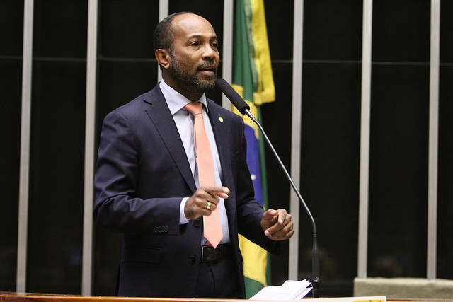 Bebeto discursa no plenário da Câmara dos Deputados. Imagem: Sergio Frances.