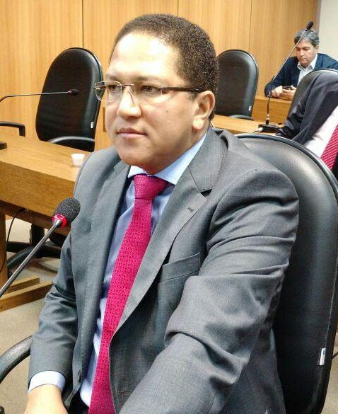 Deputado Augusto Castro.