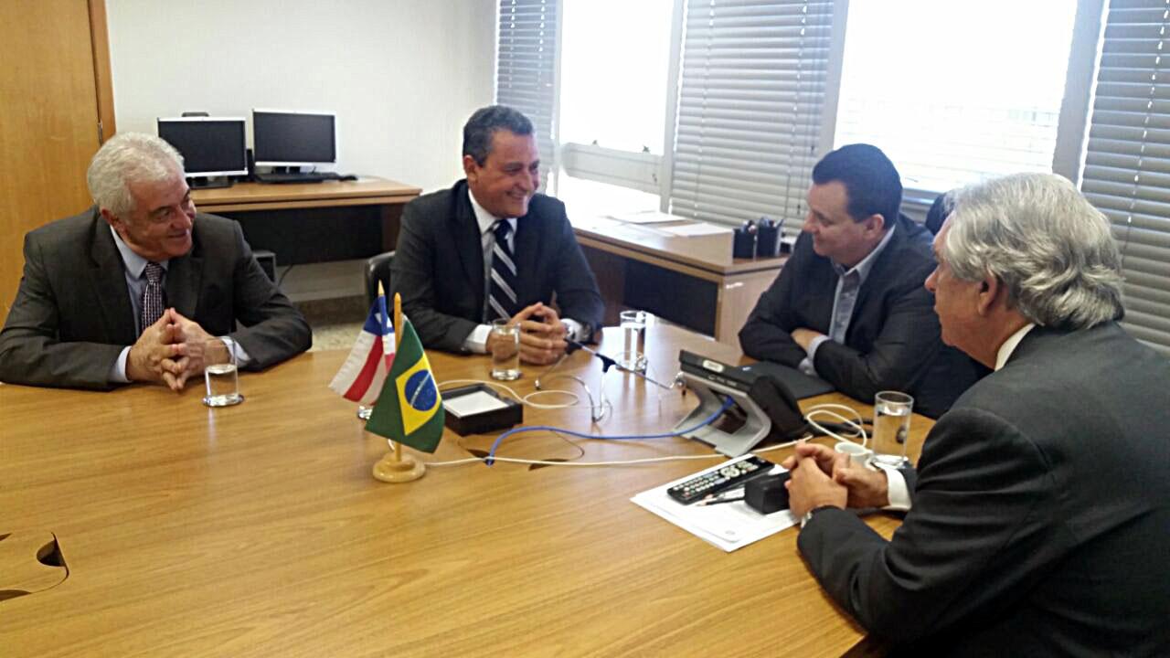 Governador Rui Costa ao lado do ministro Gilberto Kassab. Imagem: Camila Peres/GOVBA.