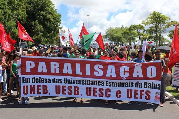 Imagem do protesto dessa quinta-feira (7). Fonte: ADUNEB.