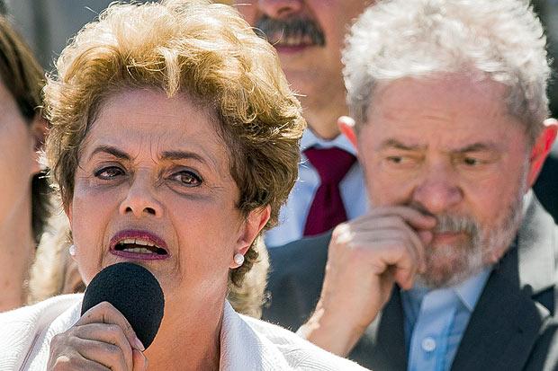 Os ex-presidentes Dilma e Lula. Imagem: Eduardo Anizelli/Folhapress.