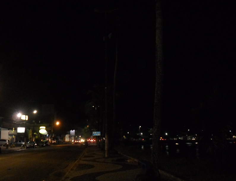 Calçada da Avenida Getúlio Vargas, na orla do Pontal. Imagem: Thiago Dias/Blog do Gusmão.