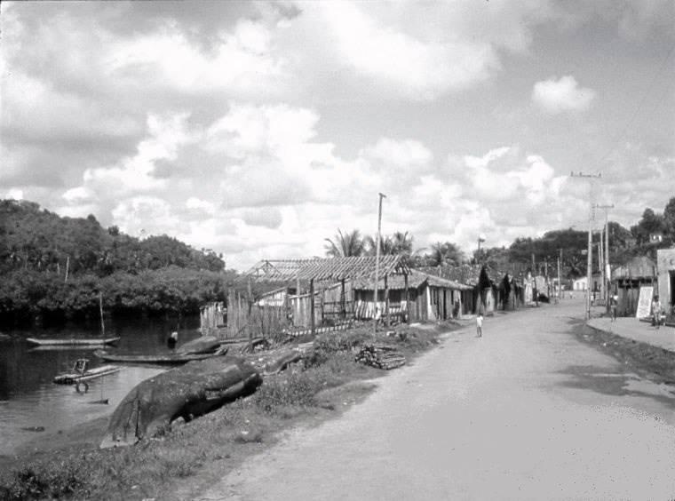 A imagem acima mostra a Avenida Princesa Isabel na década de 1950. O autor da foto é desconhecido. O documento faz parte do acervo digital do memorialista José Rezende Mendonça, funcionário aposentado da Ceplac.