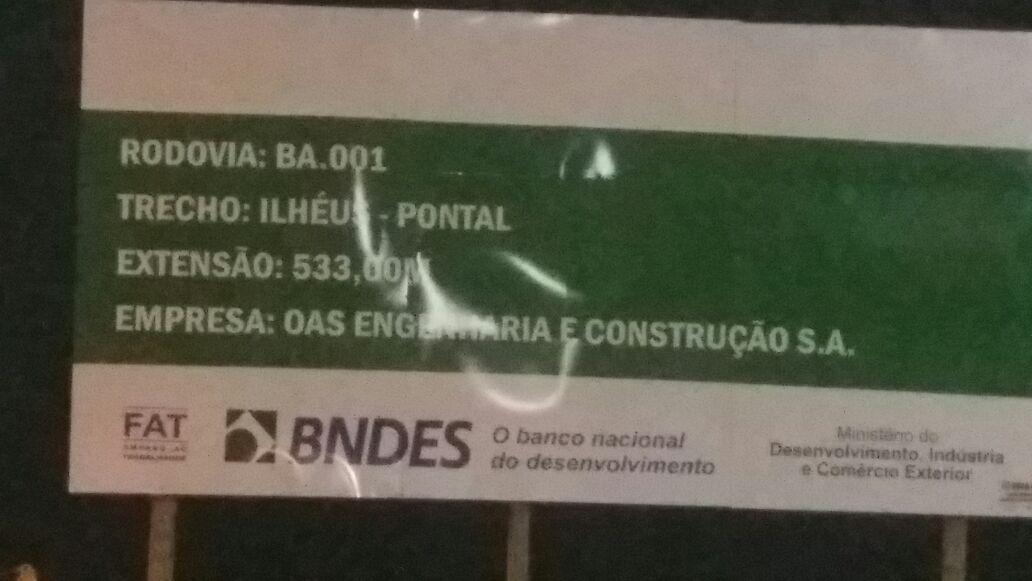 Nova placa não cita vias de acesso.