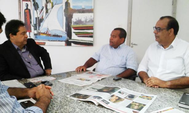 Antônio de Anísio durante reunião com o secretário José Alves.