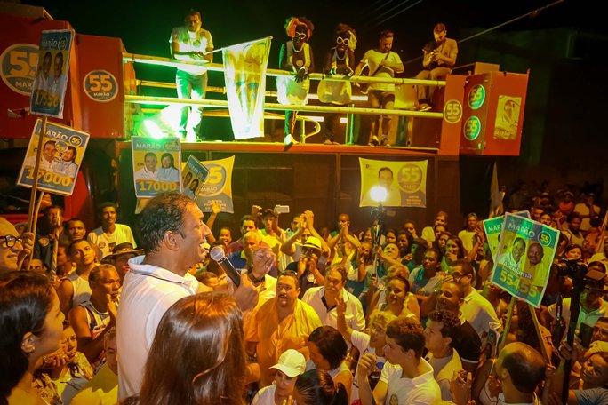 Marão discursa após caminhada. Imagens: Clodoaldo Ribeiro.