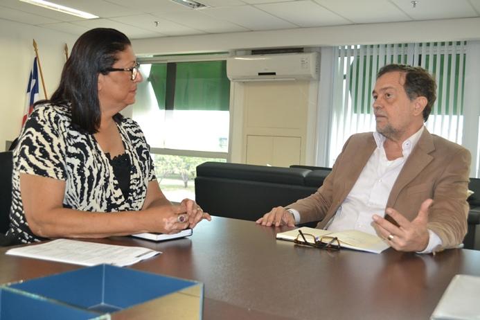 Ângela Sousa e Walter Pinheiro durante a reunião dessa segunda-feira.