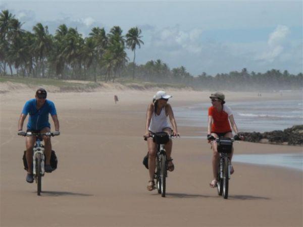 Ciclistas na Rota do Descobrimento. Imagem do Blog Ciclomobilidade.