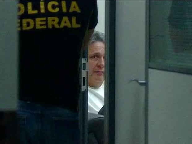 Ex-governador Anthony Garotinho na unidade da PF. Imagem reproduzida pelo G1.
