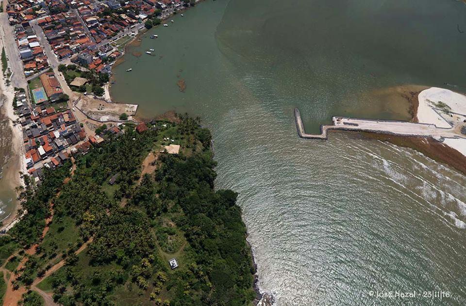 Segundo o governo da Bahia, espigão cravado na baía é provisório.