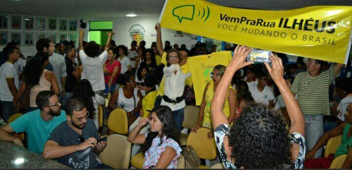 """Imagem do movimento """"Vem pra rua, Ilhéus!""""."""