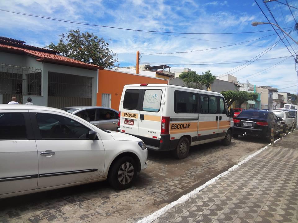 Trânsito intenso na rua David Maia.