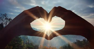 A voz da experiência patriarcal ensina o que fazer quando o amor está sob o ataque de fofocas ou imagens comprometedoras.