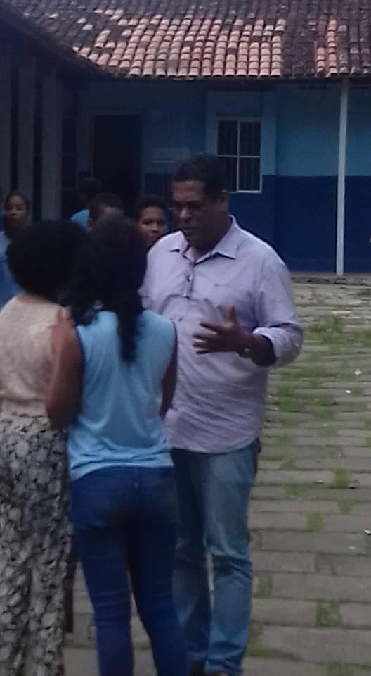 Gil Gomes durante visita ao Colégio do Banco da Vitória.