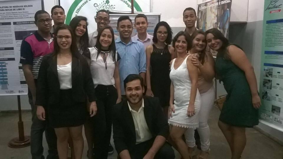 Estudantes e ex-alunos celebram aniversário do atual CEEP-AMEV.